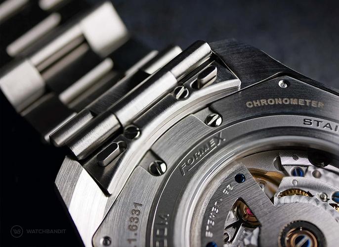 Formex-Essence-Chronometer-Quick-Release-Macro-min