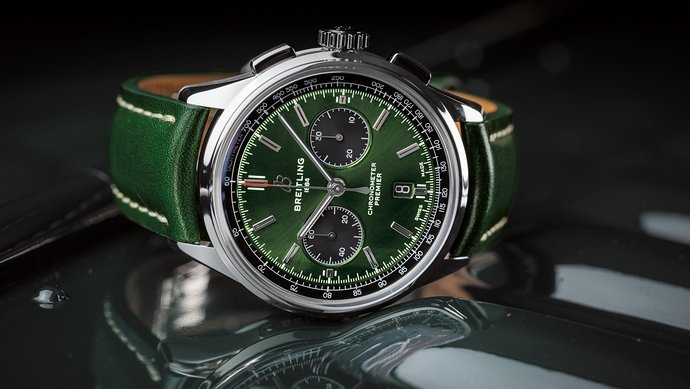 02_premier-b01-chronograph-42-bentley-british-racing-green-with-a-british-racing-green-leather-strap