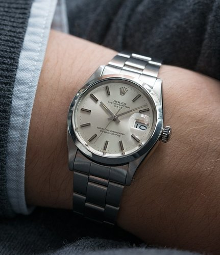 Rolex_Oyster_Date_1500_silver_dial_vintage_watch_at_A_Collected_Man17