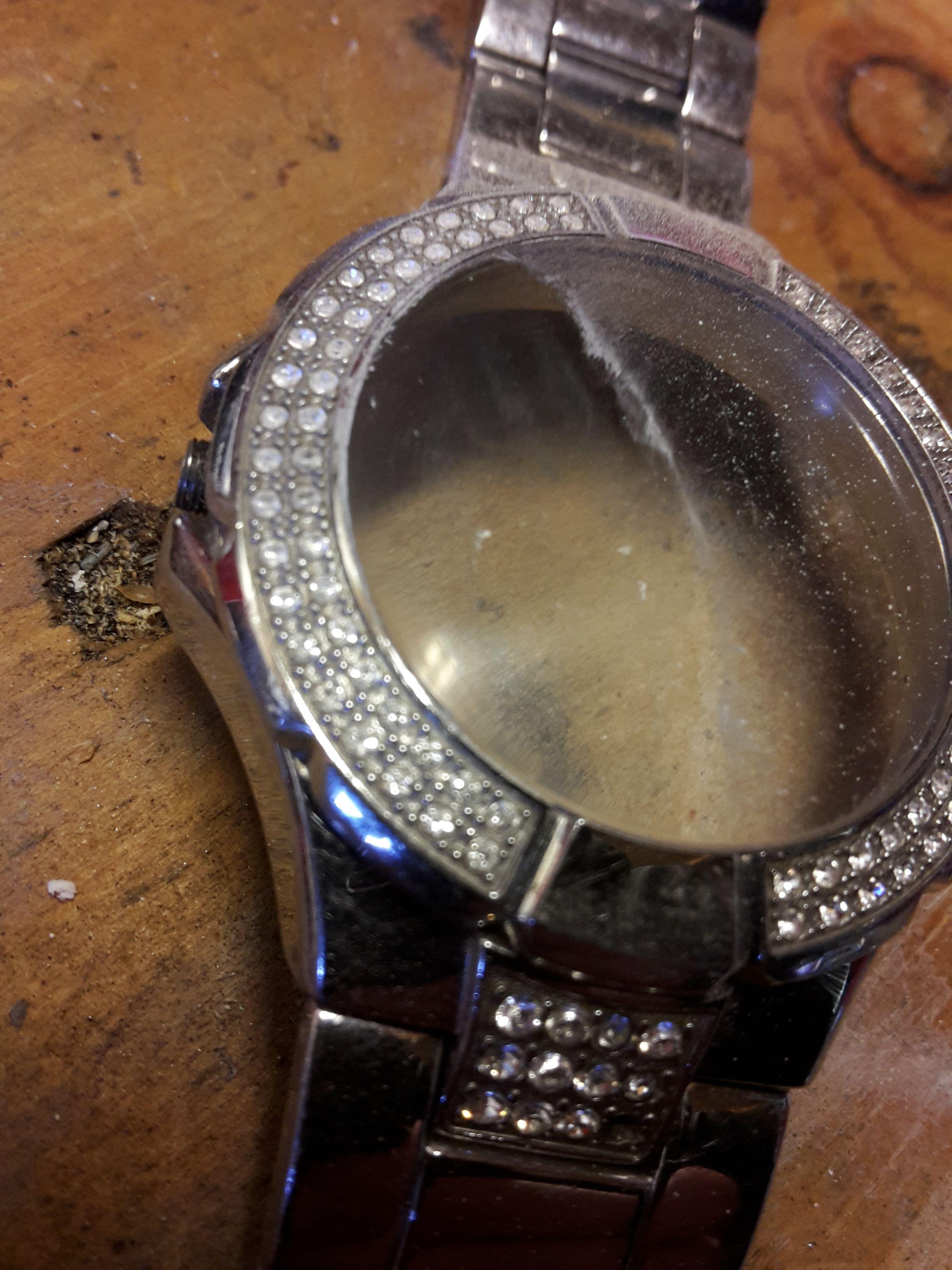 het glas verwijderen van een horloge