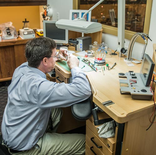 Scott_Dauner_Watch_Repair_Fargo_Royal_Jewelers